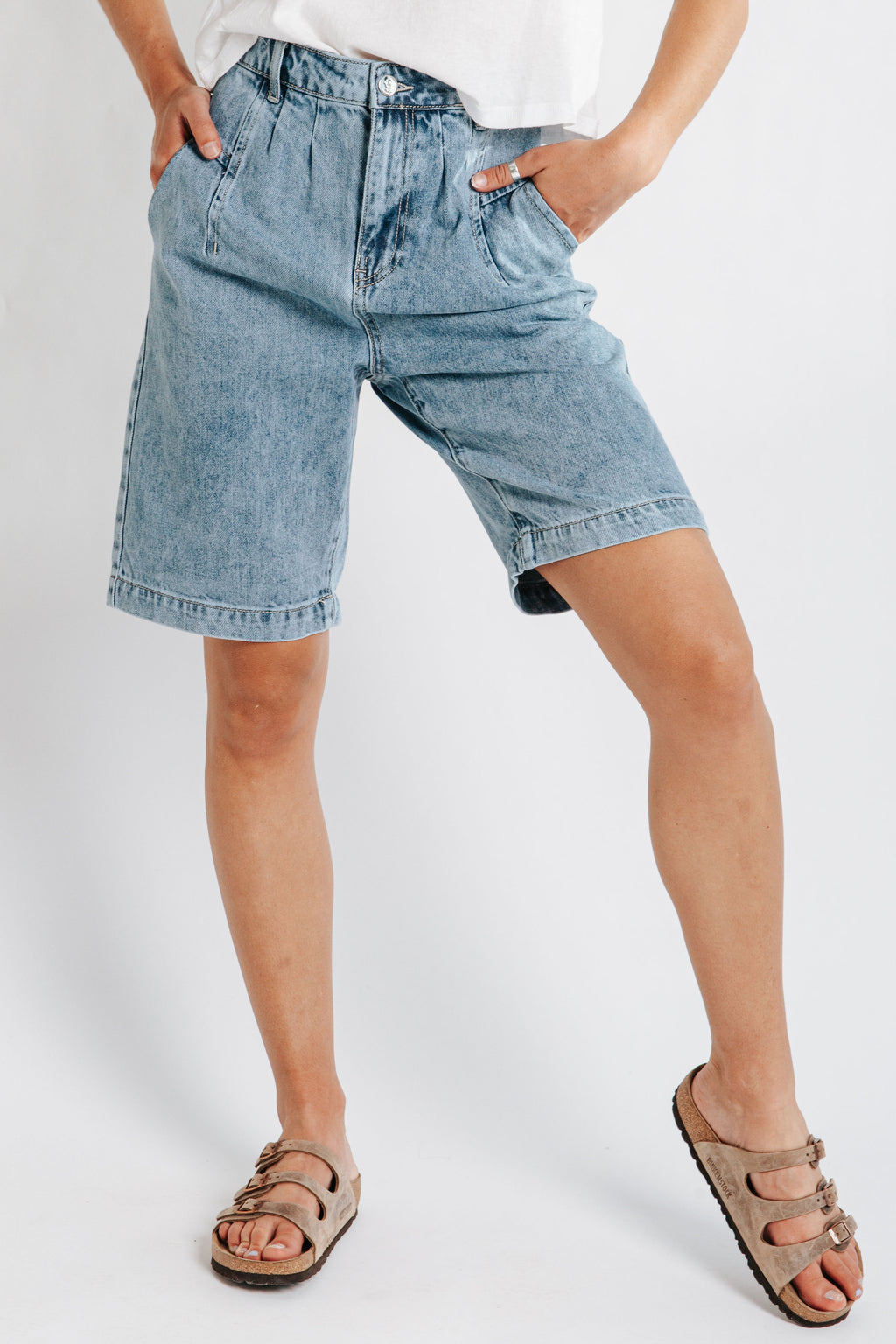 The Hampton Mom Denim Short in Medium Wash