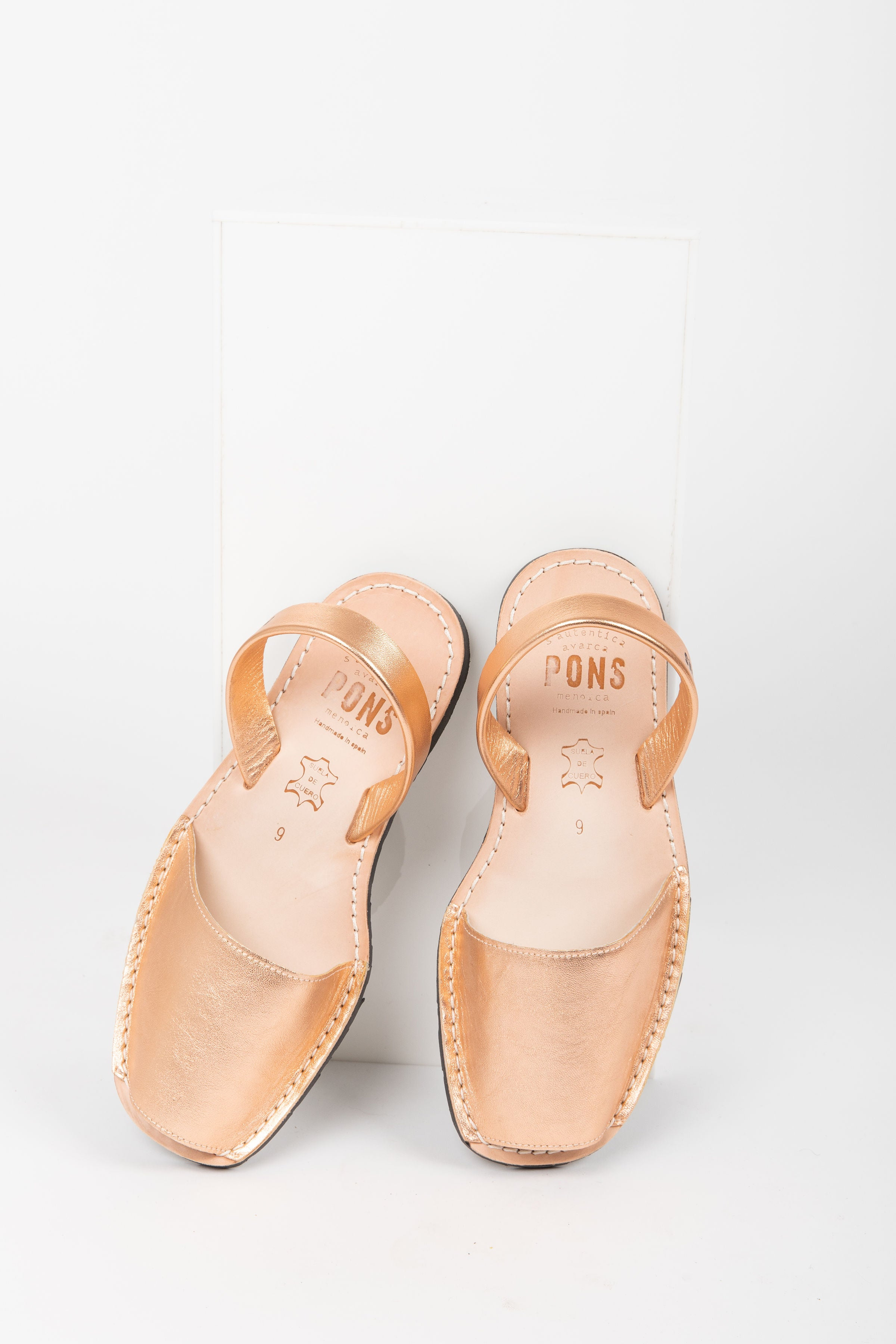 PONS: Classic Style in Rose Gold