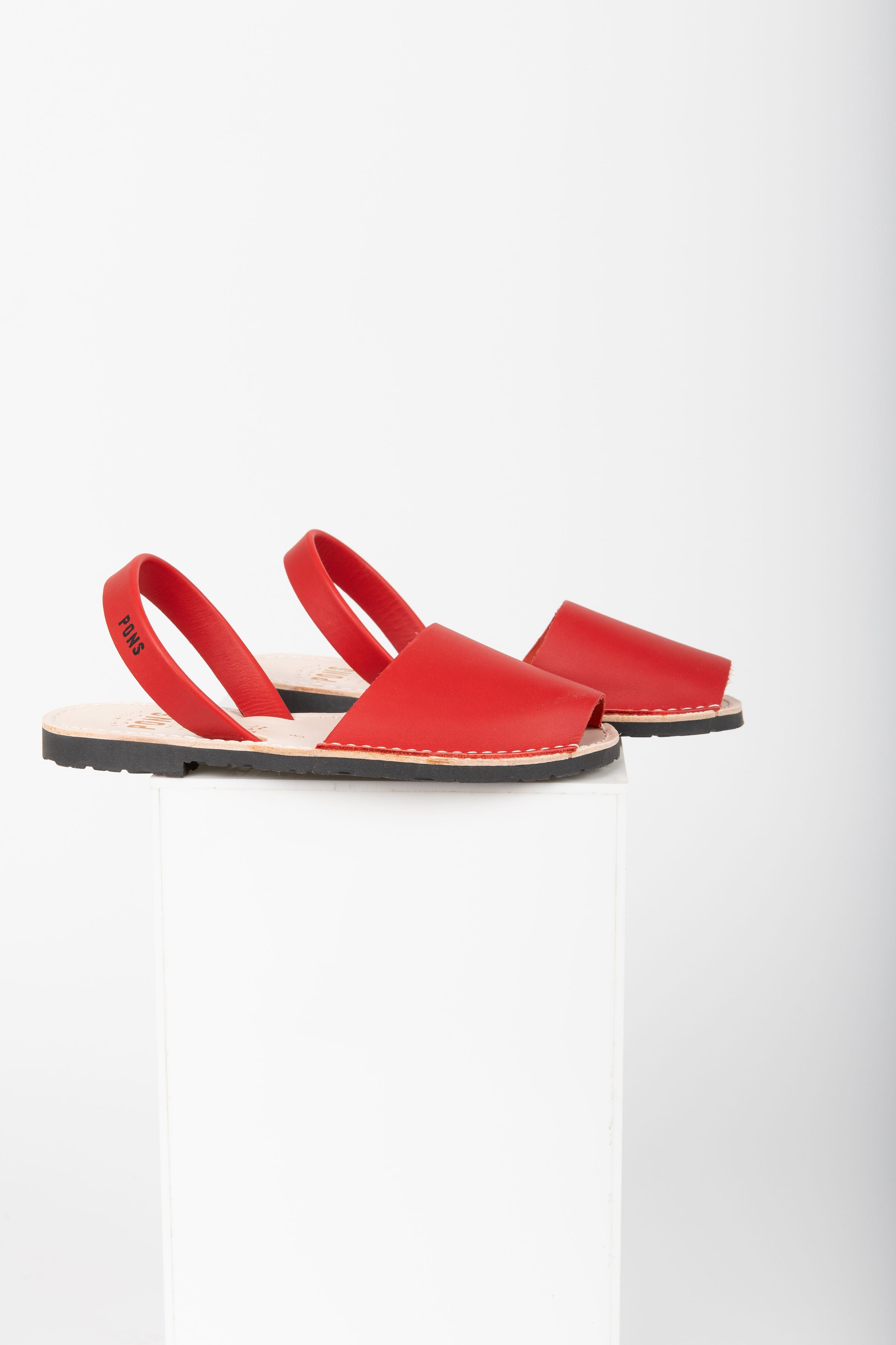 PONS: Classic Style in Red