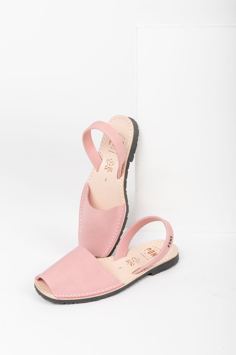 PONS: Classic Style in Light Pink