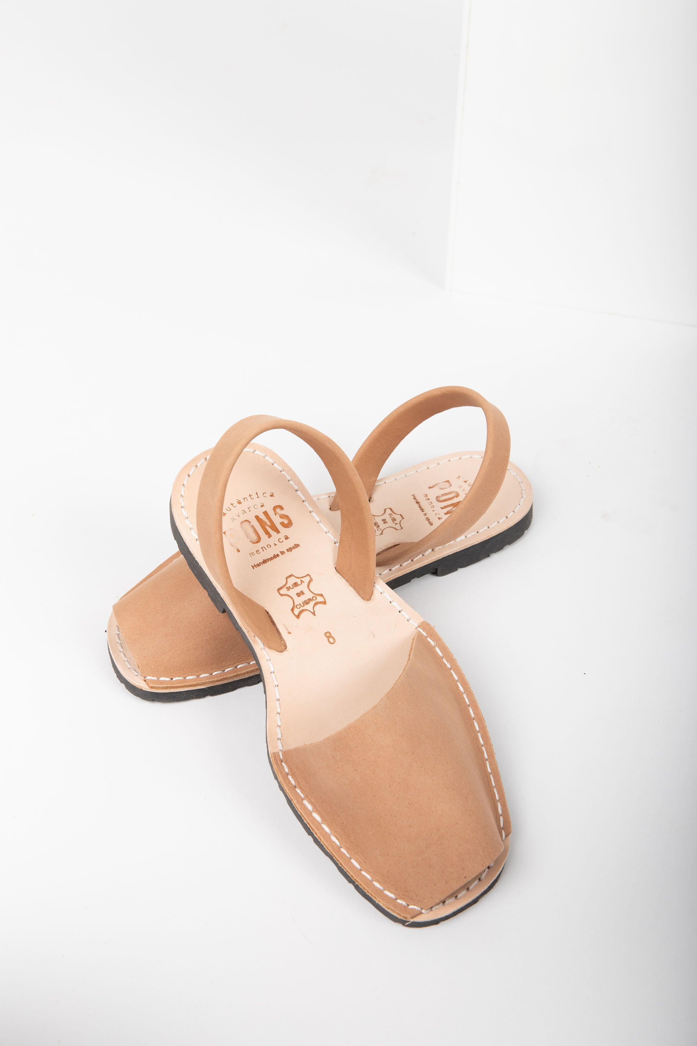 PONS: Classic Style in Tan