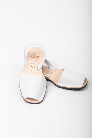 PONS: Classic Style in White