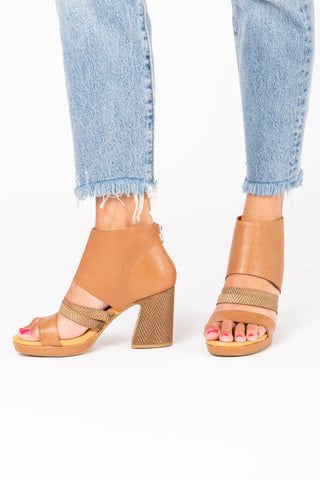 SOREL: Ella Sandal in Camel Brown