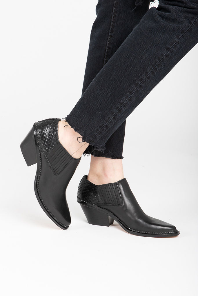 Dolce Vita: Peny Booties in Black