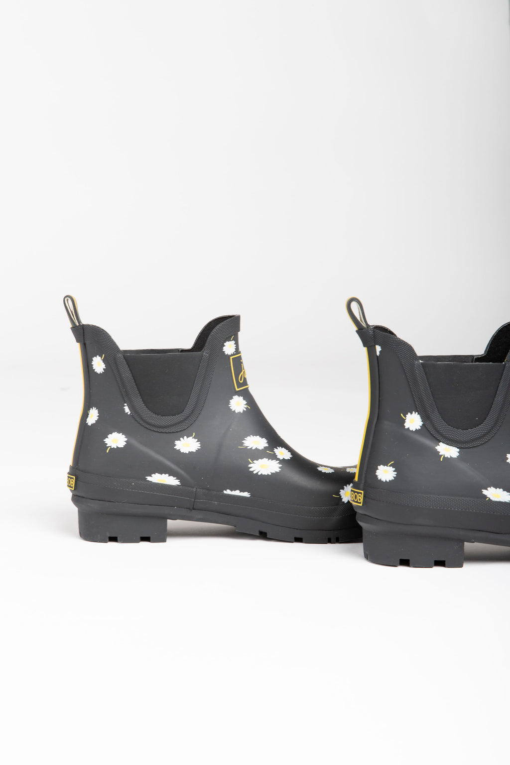 Joules: Wellibob Short Height Rainboots in Black Daisy