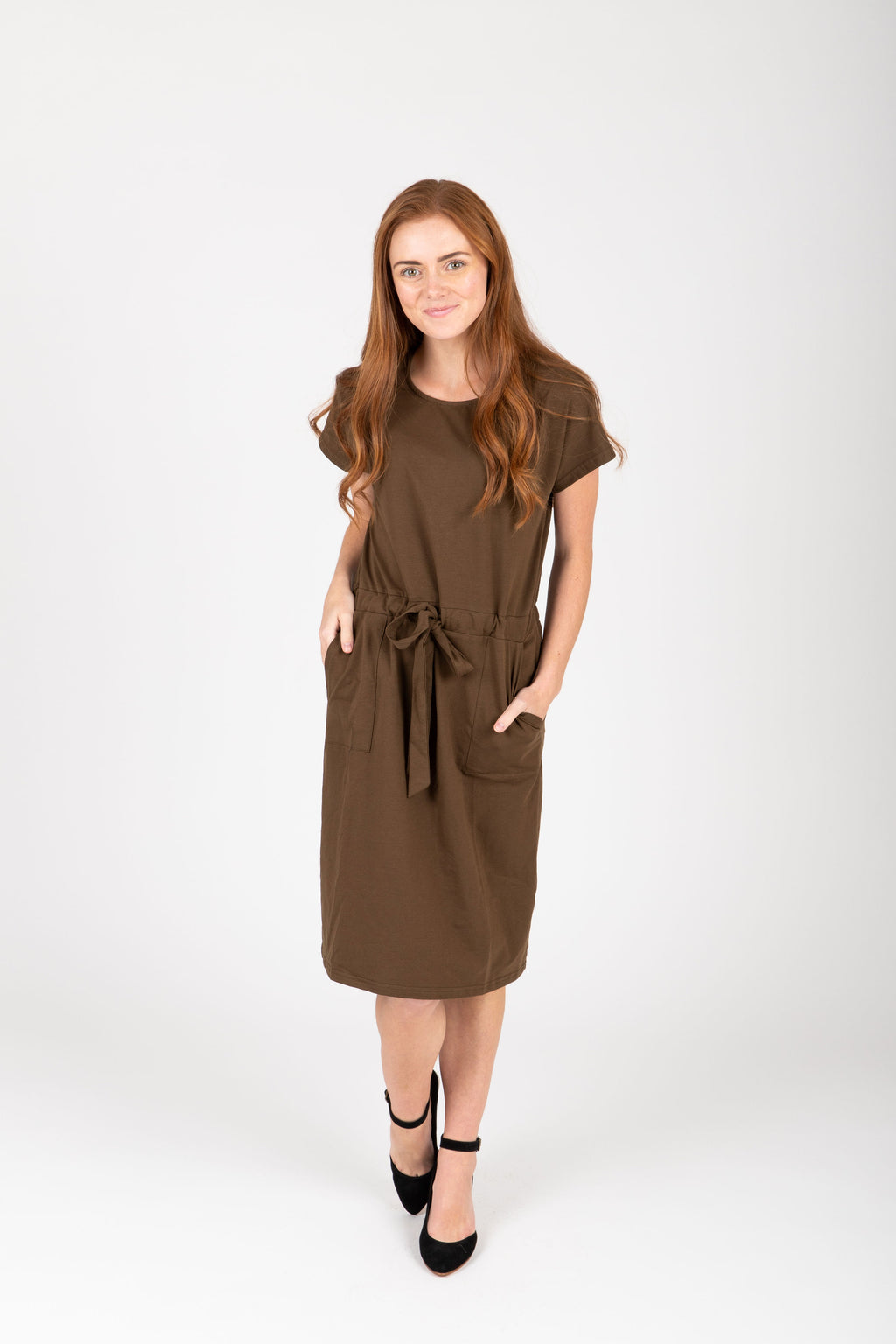 Piper & Scoot: The Casa Cinch Casual Dress in Hunter Green, studio shoot; front view
