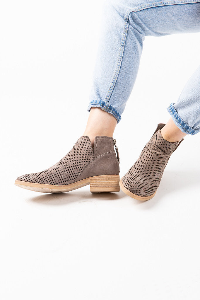 Dolce Vita: Tommi Booties in Smoke