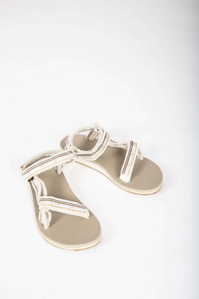 Teva: Original Universal in Maressa Birch, studio shoot; front view