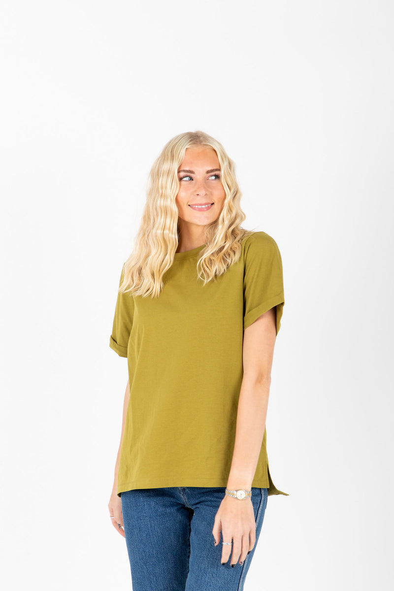 Piper & Scoot: The Tee in Moss, studio shoot; front view