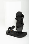 Teva: Midform Universal in Black, studio shoot; front view