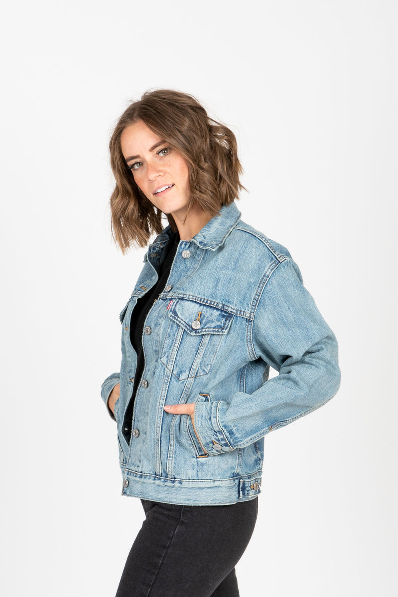 Levi's: Ex-Boyfriend Trucker Jacket in Dream of Life, studio shoot; side view