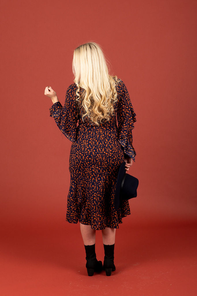 The Pine Patterned Ruffle Sleeve Midi Dress in Navy