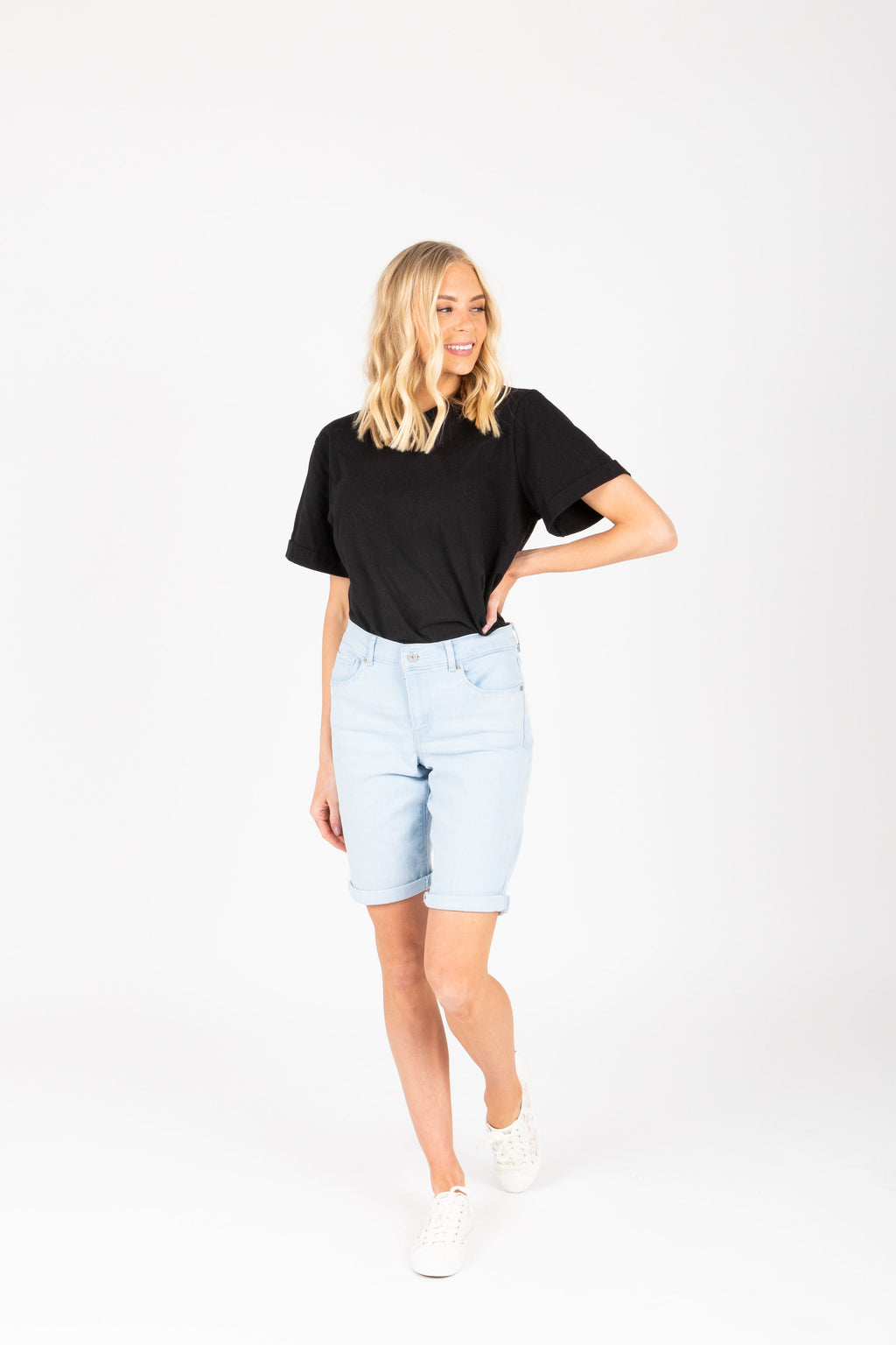 Levi's: Bermuda Short in Light Wash Rivet Ice Indigo