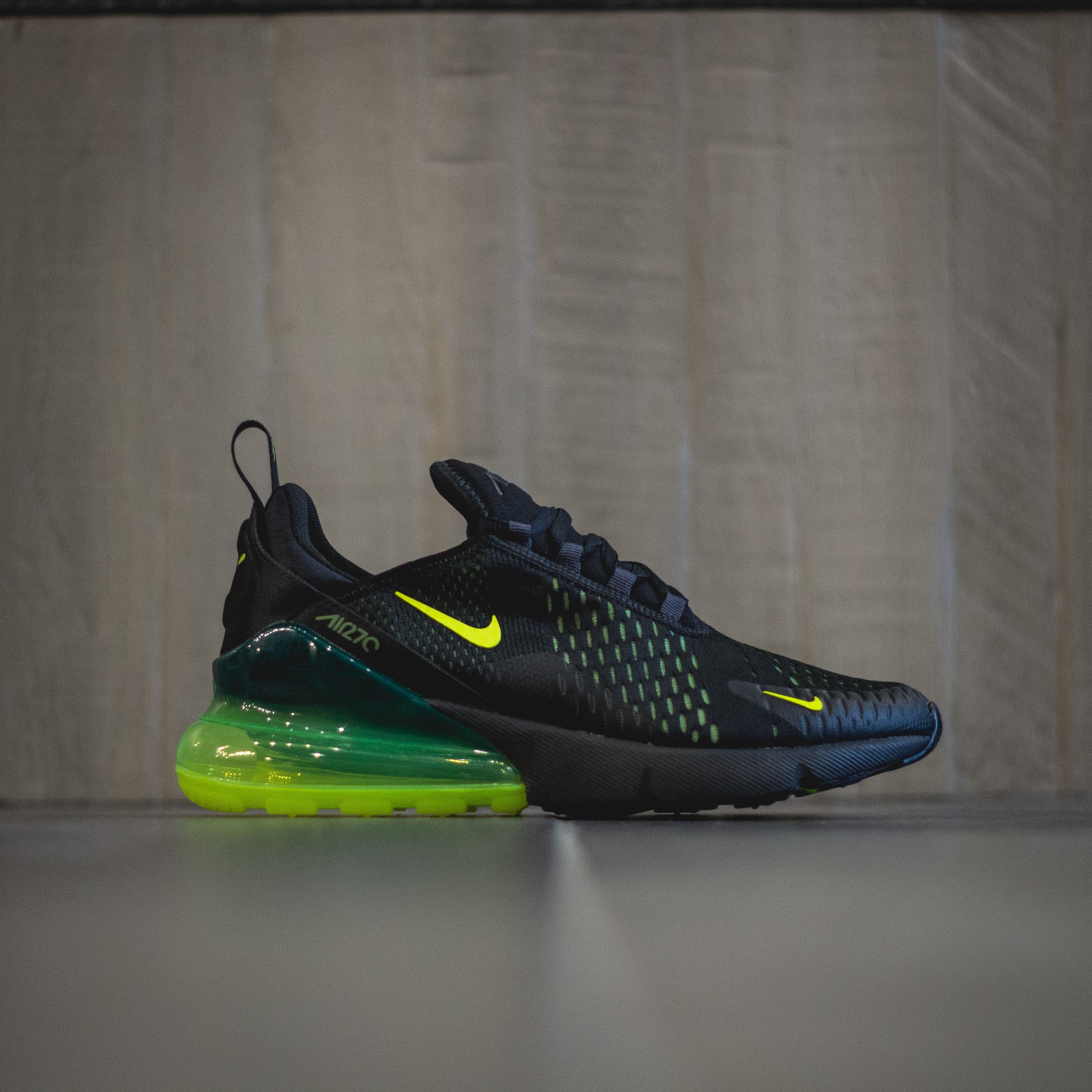huge discount b6604 b1825 NIKE Air Max 270 - Black/Volt-Black-Oil