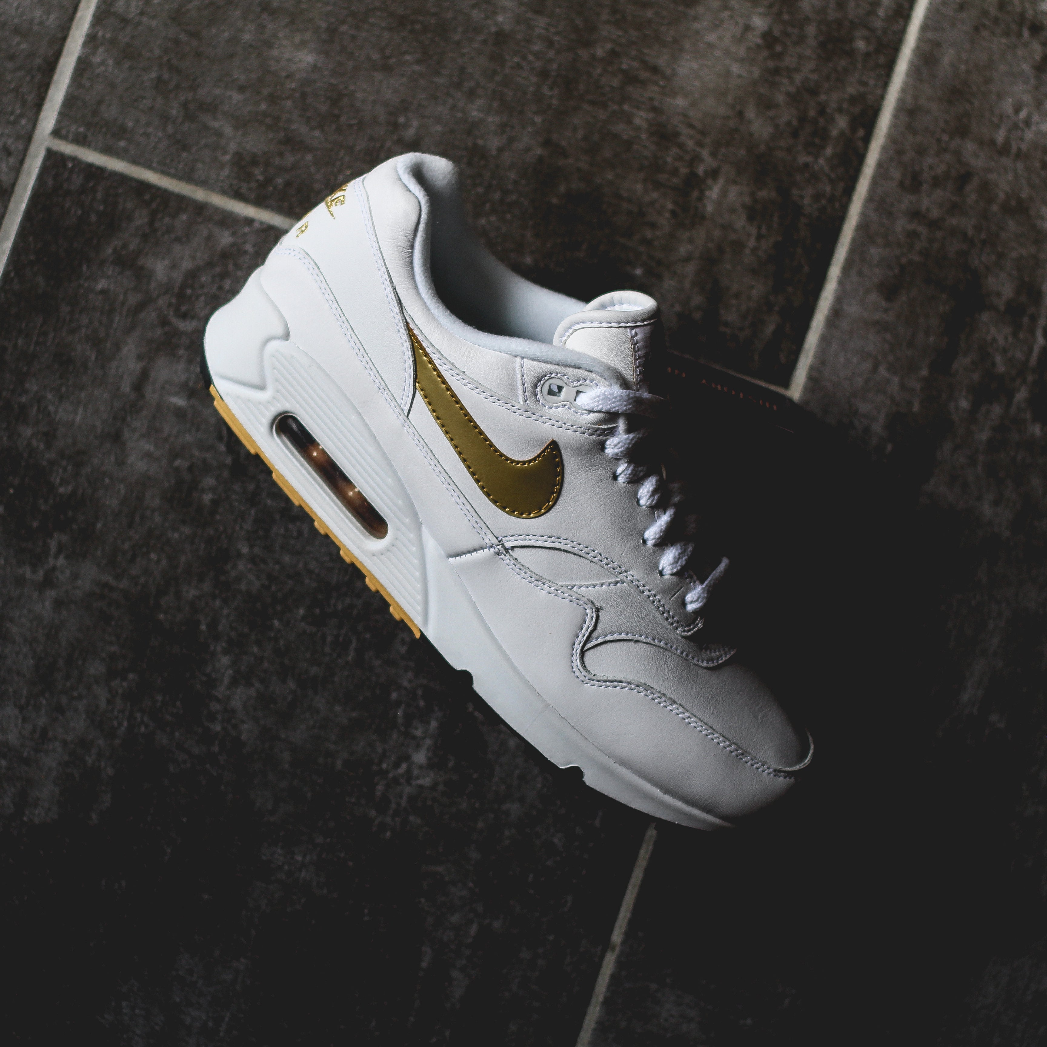 save off c5e8a d16e7 NIKE Air MAx 901 - Metallic Gold – History of New York Powered by Sneaker  Lounge