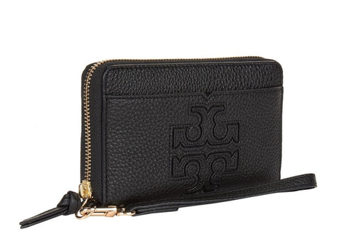 Tory Burch Harper Wristlet  executed in pure leather and finished with a large signature logo on the front