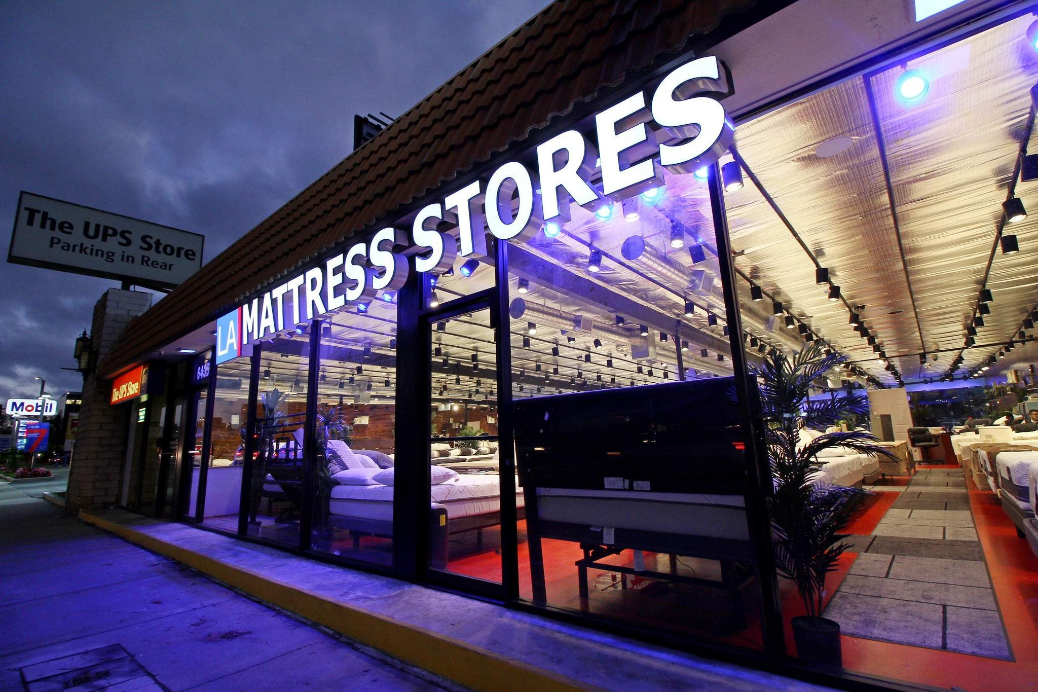 Woodland Hills Mattress Stores Topanga Canyon at Night