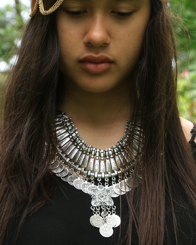 Coin Collar Necklace with 5 Coin Feature