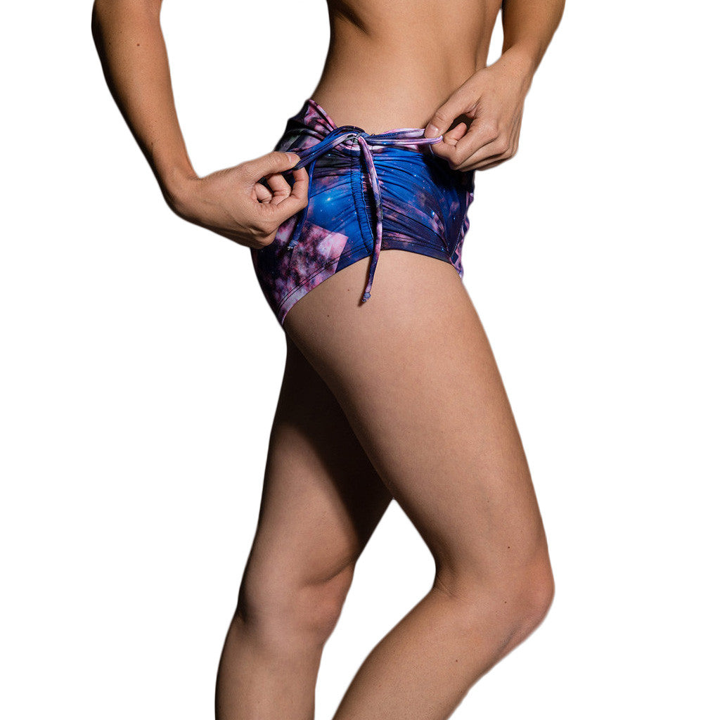 Onzie Side String Short Celeste Shorts Cortos Estampado Yoga Pole Dance