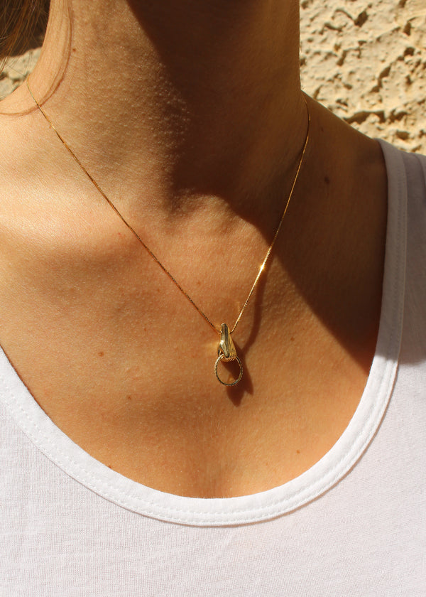 14K GOLD BABY HAND DIAMOND NECKLACE