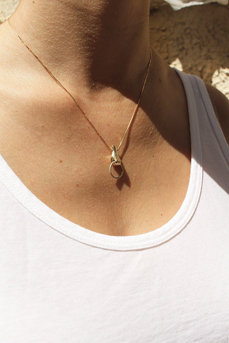GOLD BABY HAND NECKLACE - Ruby Star
