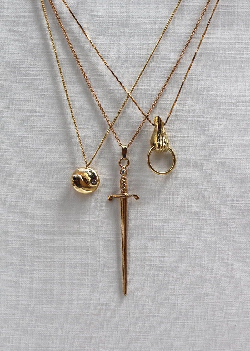 14K GOLD BABY HAND NECKLACE