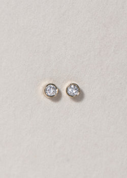 GOLD ROUND STUD EARRING - Ruby Star