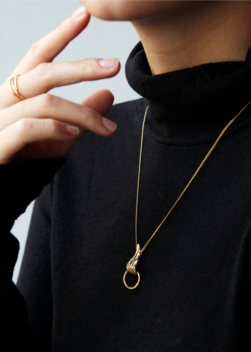 SOLID HAND NECKLACE