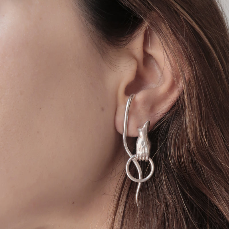 SOLID HAND EARRING