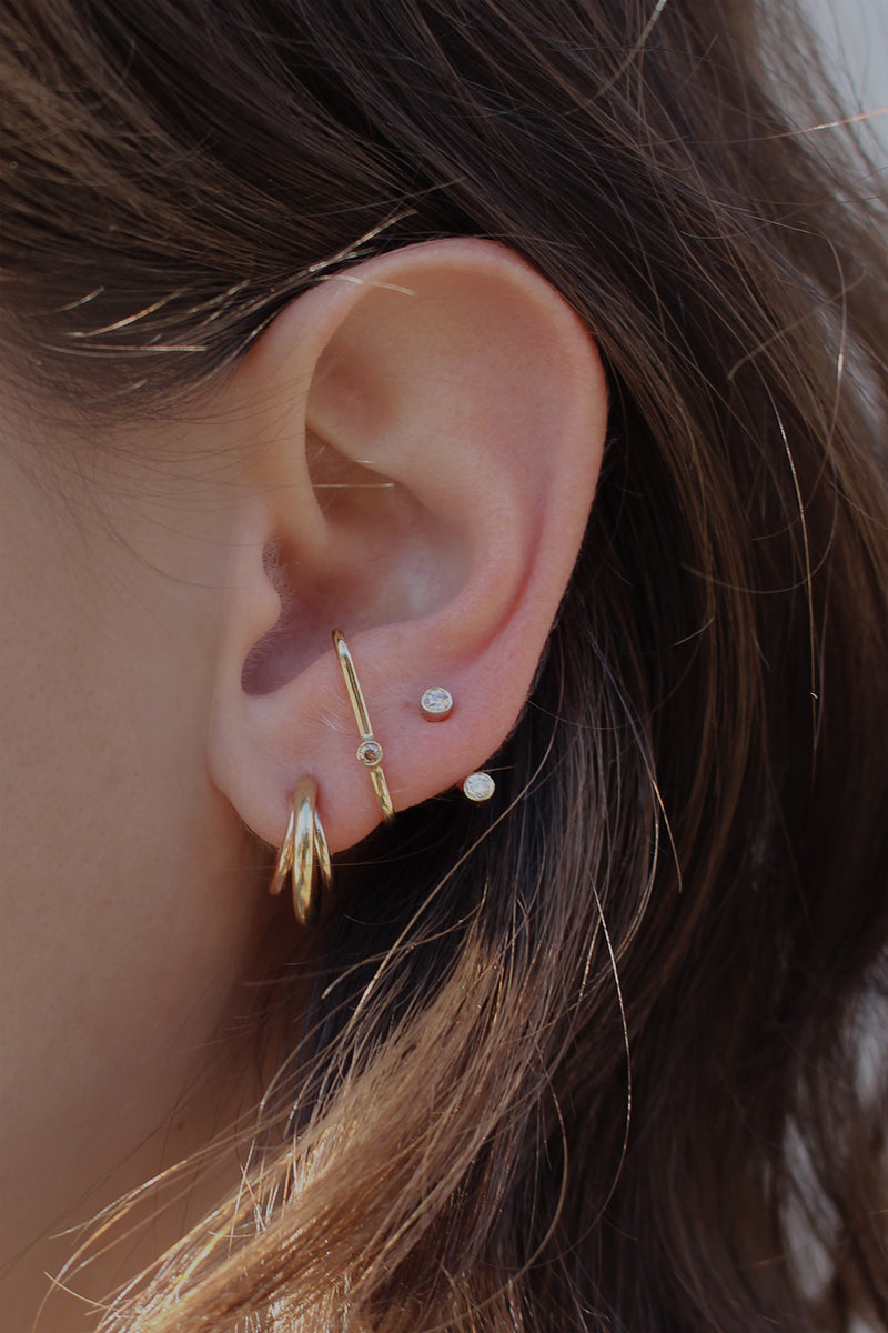 GOLD U  DOT EARRING