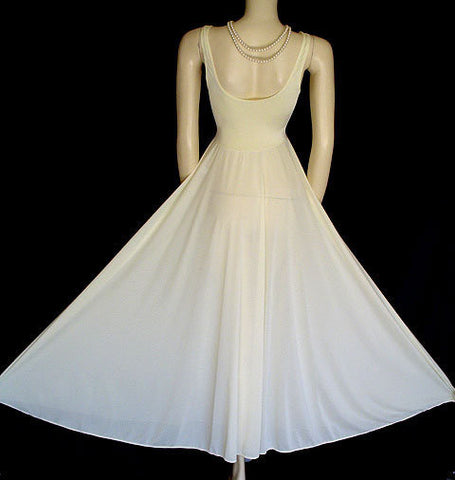 VINTAGE OLGA BODYSILK ECRU LACE GRAND SWEEP NIGHGOWN