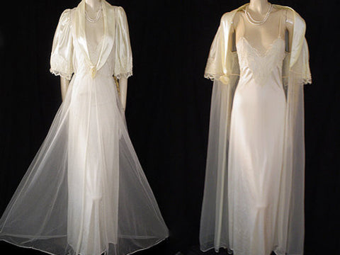 VINTAGE VAL MODE BRIDAL TROUSSEAU PEIGNOIR & NIGHTGOWN ADORNED WITH PEARL ROSE - NEW WITH TAG