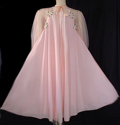"VINTAGE EYE FUL BY ""THE FLAUMS"" SILKY RAYON PEIGNOIR & SCALLOPED NIGHTGOWN SET IN PINK ADORNED WITH APPLE BLOSSOMS"