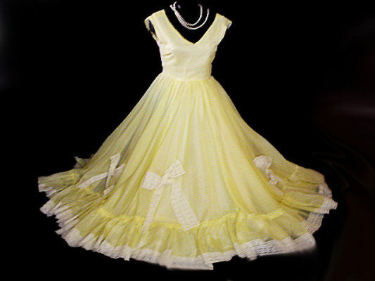 VINTAGE '50s SOUTHERN BELLE GRAND SWEEP PROM DRESS WITH METAL ZIPPER  - OVER 42 FEET CIRCUMFERENCE!