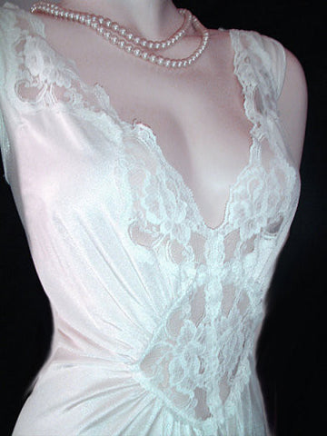 VINTAGE OLGA-LOOK ADONNA BRIDAL NIGHTGOWN RARE SIZE 3X - EXTRA EXTRA EXTRA LARGE – X X X LARGE - LACE SPANDEX IN SNOWFLAKE GRAND SWEEP