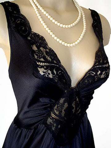 VINTAGE OLGA GRAND SWEEP LACE NIGHTGOWN IN ONYX - OVER 15-1/2 FEET CIRCUMFERENCE - #2