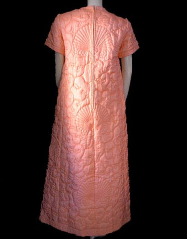 VINTAGE '50s / '60s MACY'S MARCHIONESS SEASHELL RAYON QUILTED DRESSING GOWN / ROBE MADE IN HONG KONG WITH METAL ZIPPER IN SUNSET - WOULD MAKE A WONDERFL VALENTINE'S OR BIRTHDAY GIFT!