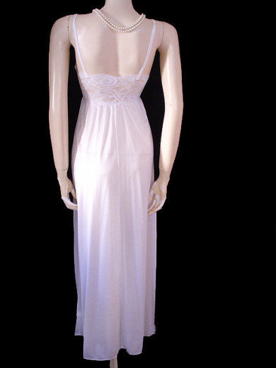 RARE VINTAGE OLGA SHEER NYLON   SPANDEX LACE UNDERWIRE BRA NIGHTGOWN IN  ANGEL WHITE - SIZE 8451e473b