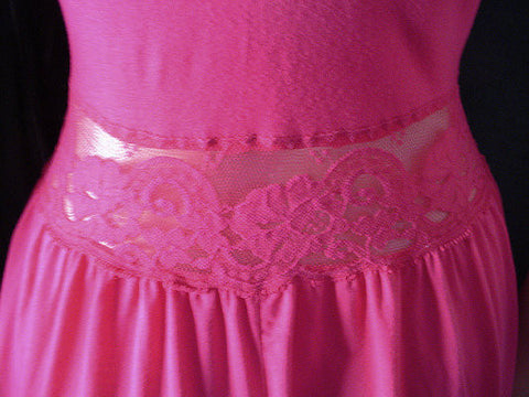 RARE VINTAGE OLGA LACE SPANDEX COTTON BLEND NIGHTGOWN IN RITZY RASPBERRY