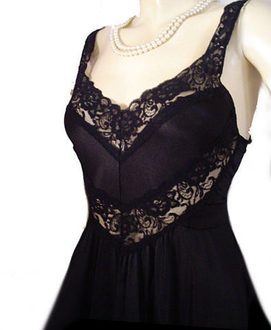 GORGEOUS VINTAGE OLGA-LOOK CHEVRON LACE SPANDEX 15-1/2 FEET GRAND SWEEP NIGHTGOWN IN COAL DUST