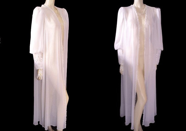 SOLD - VINTAGE GORGEOUS JONQUIL BRIDAL TROUSSEAU FABULOUS CHIFFON PEIGNOIR ADORNED WITH SATIN CHANTILLY LACE APPLIQUES ON BARREL CUFFS - MEDIUM / LARGE