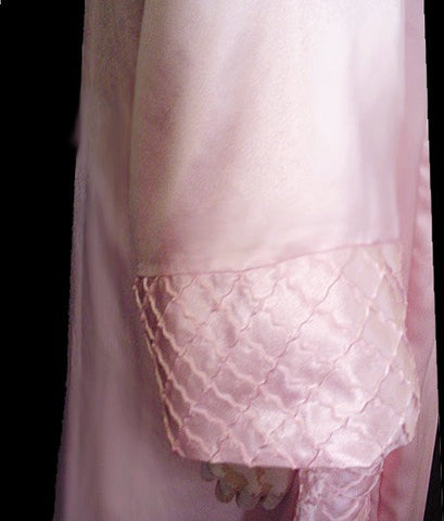GORGEOUS VINTAGE VALENTINO PINK SATIN BASKET WEAVE LOOK PEIGNOIR & NIGHTGOWN SET