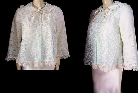EXQUISITE VINTAGE VENUS BARSA BLUE & WHITE FLORAL BED JACKET IN SUGAR & SPICE & EVERYTHING NICE