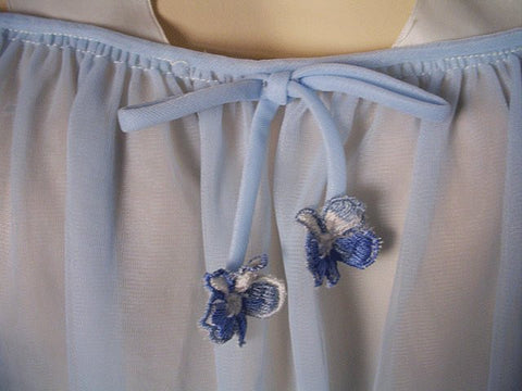 "EXQUISITE VINTAGE EYE FUL BY ""THE FLAUMS"" - SAKS FIFTH AVENUE DOUBLE NYLON PEIGNOIR & NIGHTGOWN SET IN BABY BLUE ADORNED WITH BOWS & PANSIES"