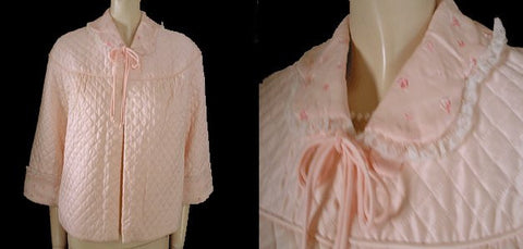 "VINTAGE BARBIZON RAYON & ACETATE QUILTED ""PUFFETT"" BED JACKET ADORNED WITH EMBROIDERED PINK ROSES & LACE IN CREAM ROSE"