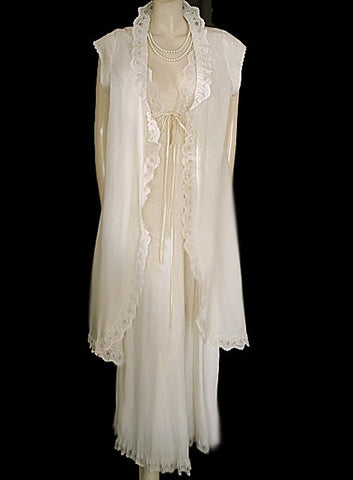 VINTAGE INTIME EYELET BRIDAL TROUSSEAU PEIGNOIR & NIGHTGOWN SET IN VENETIAN IVORY IN SIZE LARGE - EXTRA LONG 58""