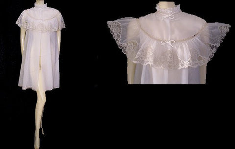 VINTAGE HARVEY WOODS DOUBLE NYLON PEIGNOIR ADORNED WITH AN ECRU LACE CAPELET