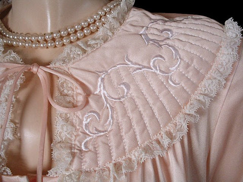 VINTAGE VANDEMERE QUILTED LACE BED JACKET IN  PEACHES 'N CREAM