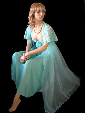 BEAUTIFUL VINTAGE LACE & DOUBLE NYLON CAPE PEIGNOIR & NIGHTGOWN SET IN MARINO