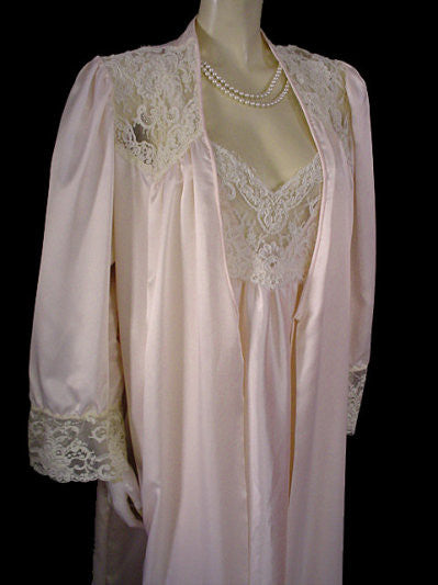 4af16f97c71 VINTAGE DONNA RICHARD SATIN PEIGNOIR   NIGHTGOWN SET ADORNED WITH SOUTACHE  LACE IN SUGAR BLOSSOM